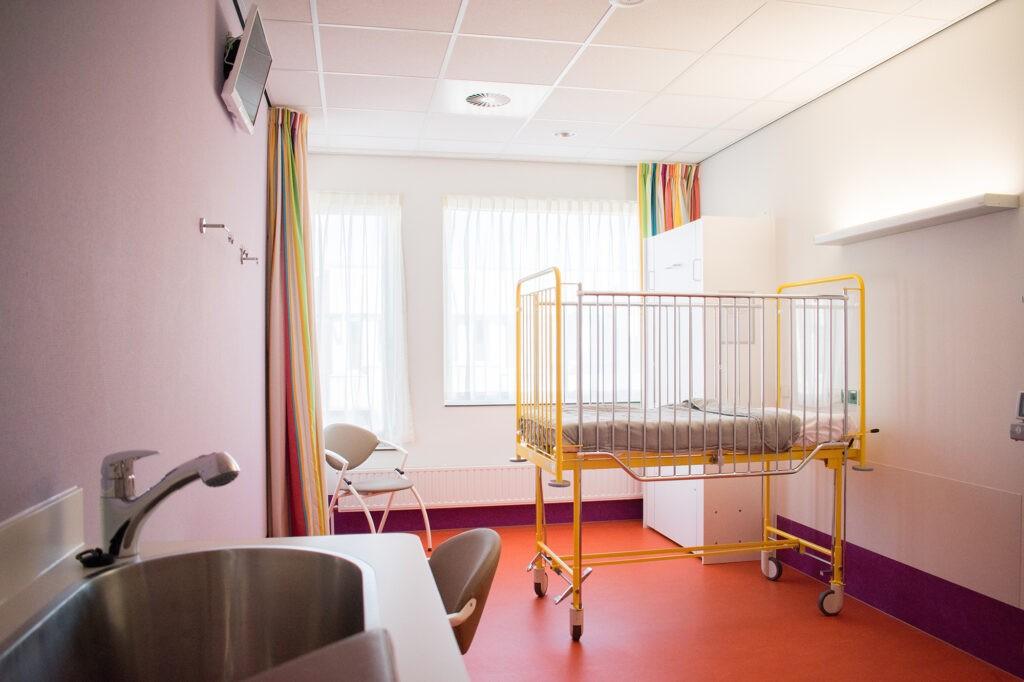 Adrz - Kinderafdeling - kamer met bed