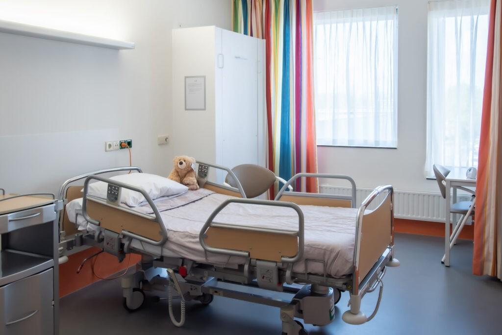 Adrz - Kinderafdeling - behandelkamer bed
